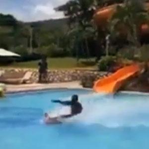 Mito na piscina