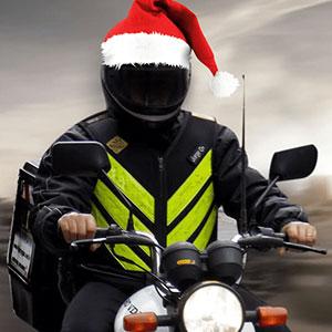 Toca de Papai Noel no Capacete no Natal