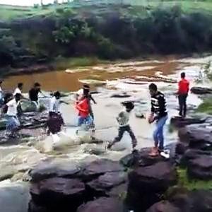 Cachoeira e chuva, combinação errada!