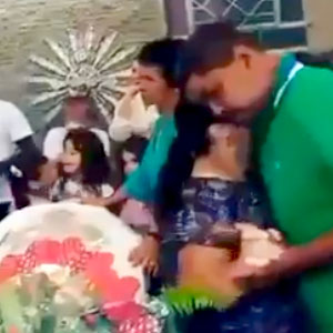 Dançando com a viúva no velório!