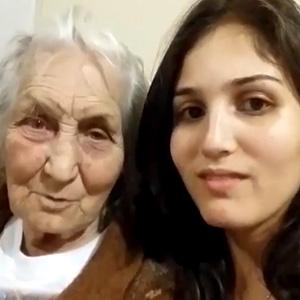 Apresentando avó na internet