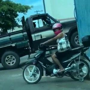 Moto com rodinha